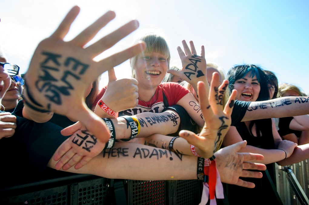 Front row fans in Helsinki that covered their body in my name, badasses